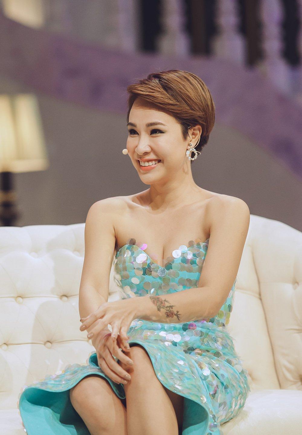 Uyen Linh: 'Toi khong chay theo so dong de chieu long khan gia' hinh anh 1