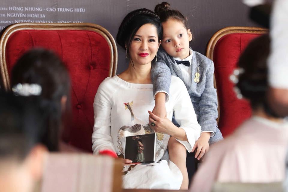 Hong Nhung: 'Ngay xua vi Vu Cat Tuong ma toi bi nem da toi boi' hinh anh 4