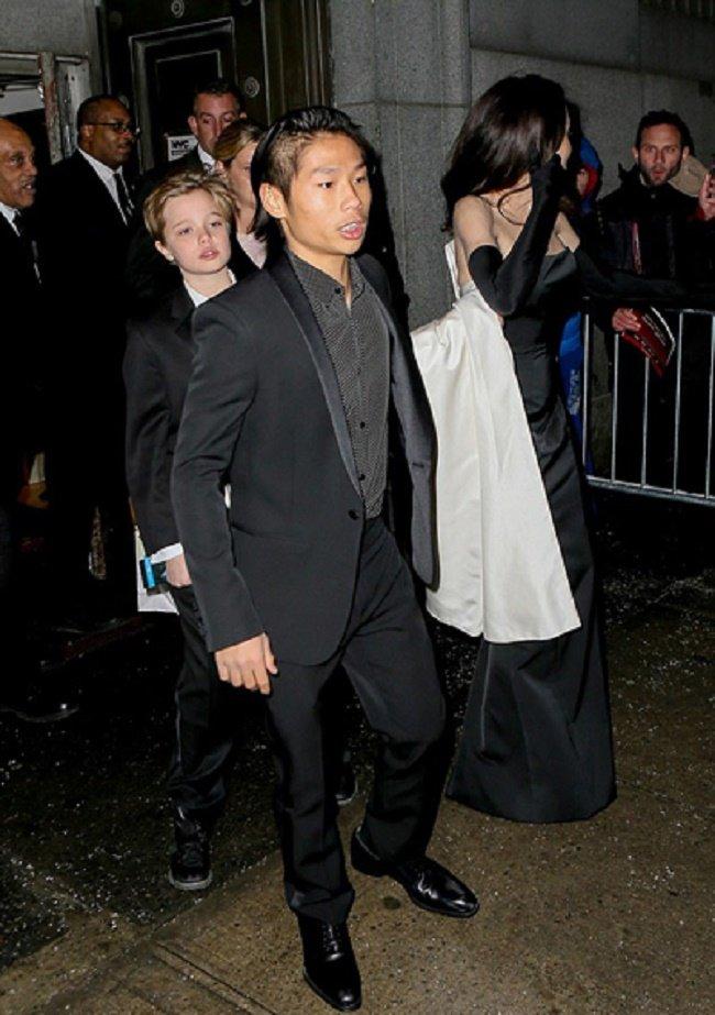 Pax Thien an can diu Angelina Jolie o su kien hinh anh 5