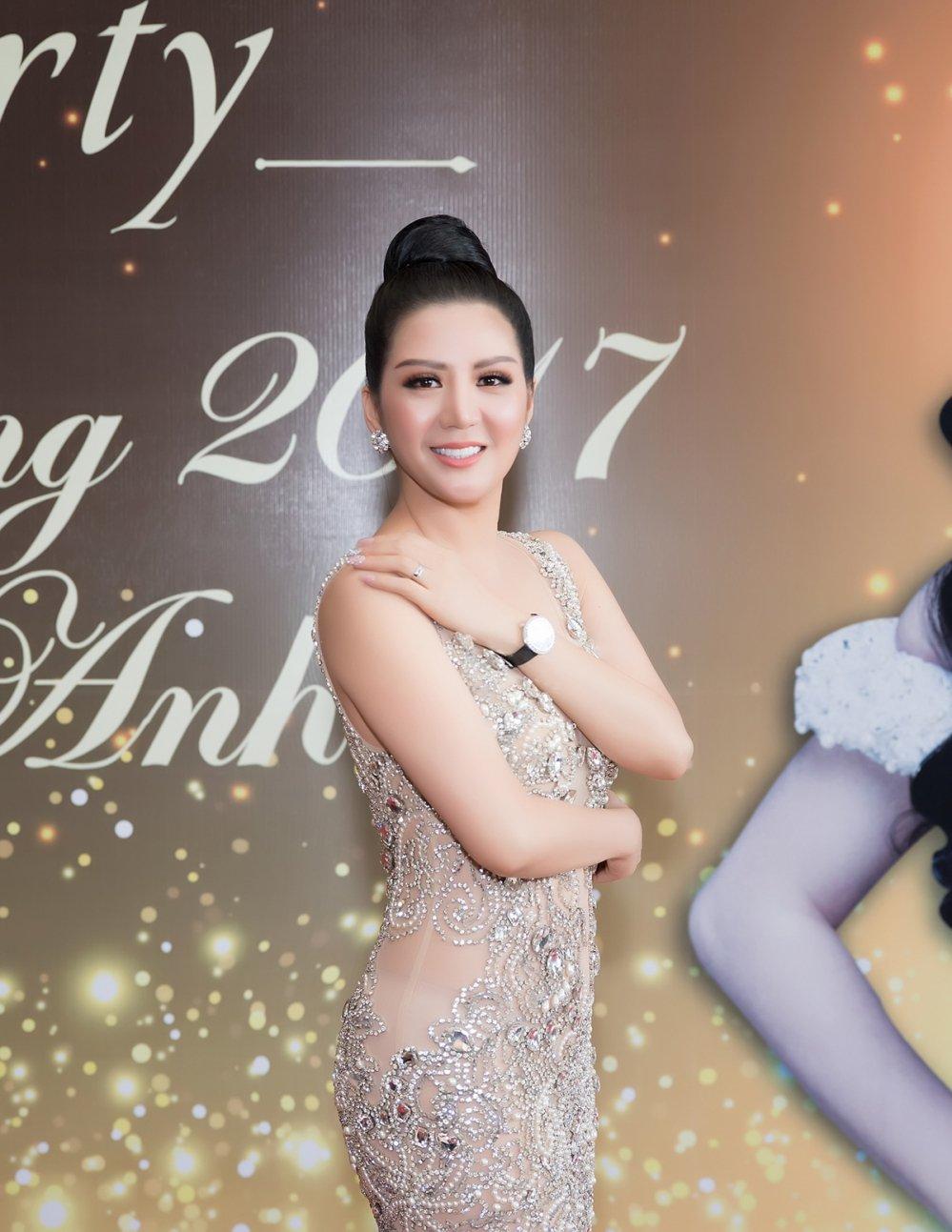 Ho Ngoc Ha voi va den chuc mung 'Nu hoang Kim cuong' Dinh Hien Anh hinh anh 3