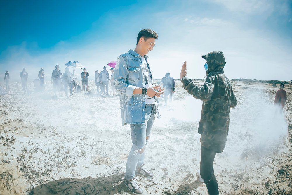 Sau 1 ngay ra mat, MV co trang cua Ngo Kien Huy dat trieu luot xem hinh anh 7