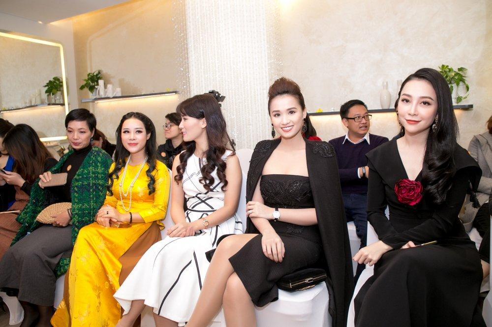 BTV Hoai Anh do sac Linh Nga, La Thanh Huyen hinh anh 2