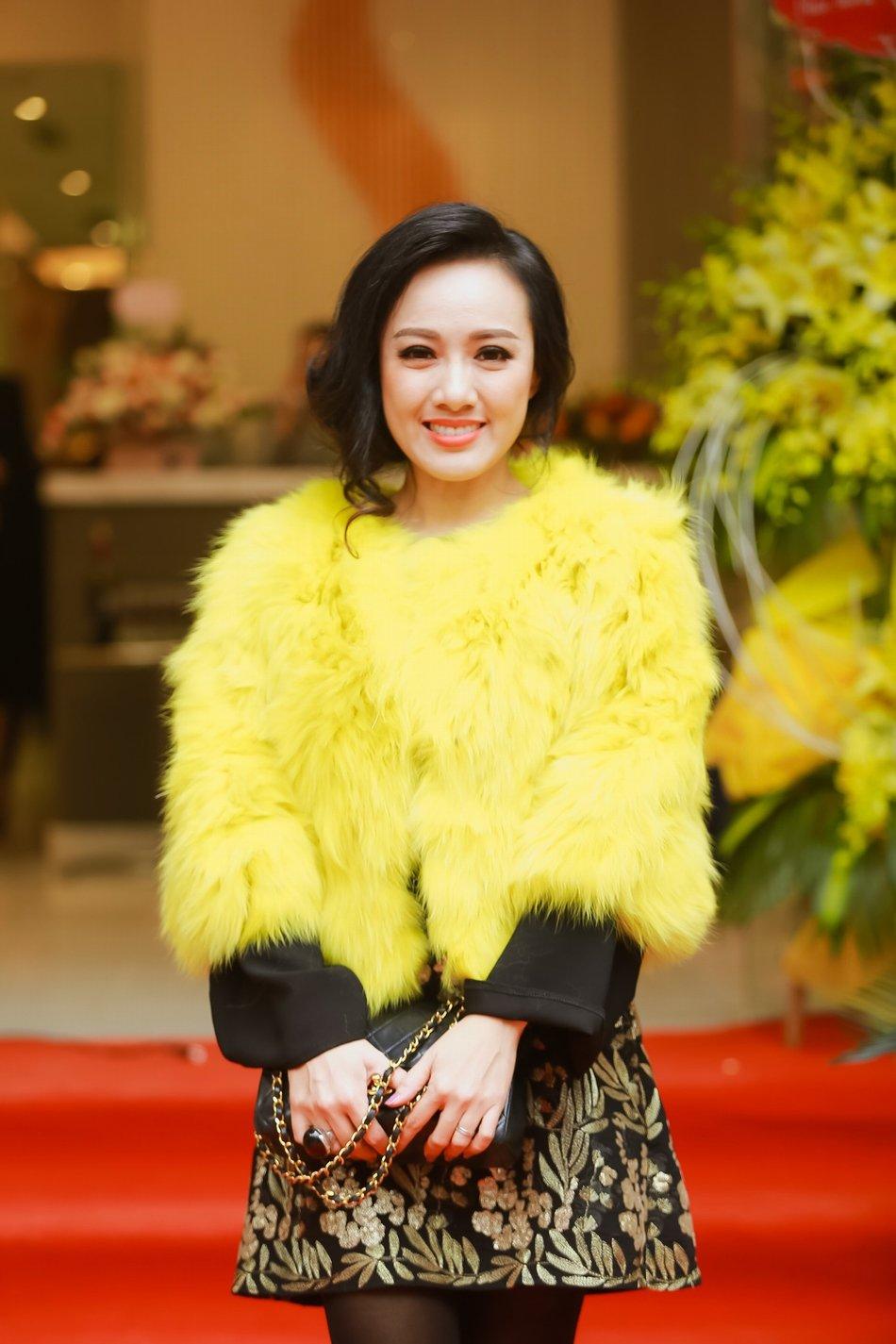 BTV Hoai Anh do sac Linh Nga, La Thanh Huyen hinh anh 1
