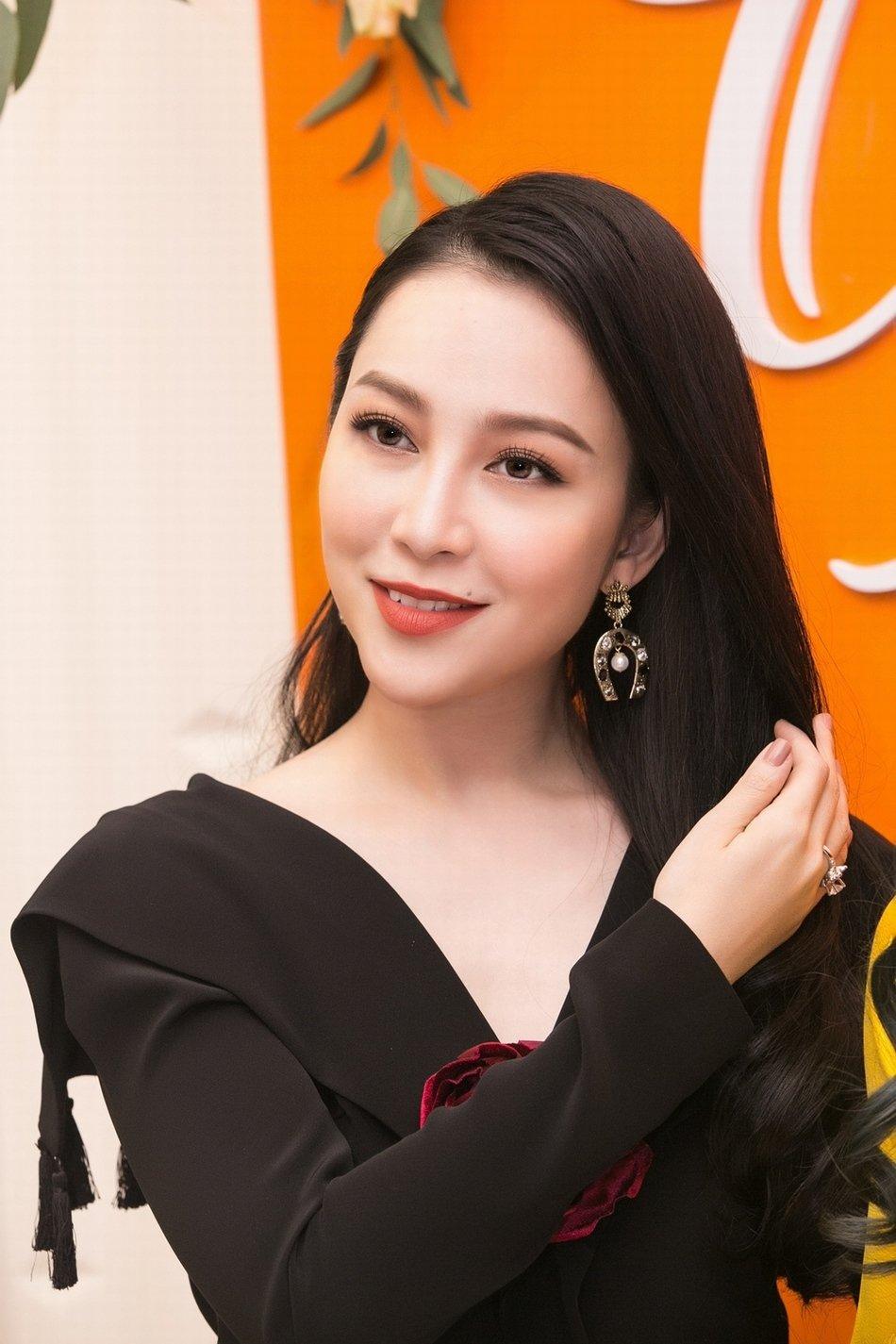 BTV Hoai Anh do sac Linh Nga, La Thanh Huyen hinh anh 3