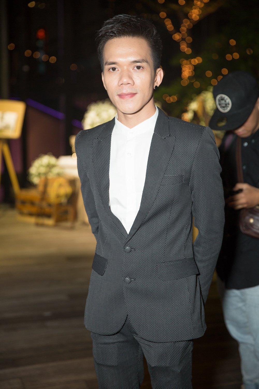 Cong Vinh tang Thuy Tien mon qua dac biet mung vo len chuc Tong giam doc hinh anh 7