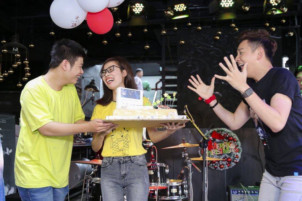 Ngo Kien Huy mac trang phuc co trang, lan dau trinh dien ban hit 'trieu views' hinh anh 11
