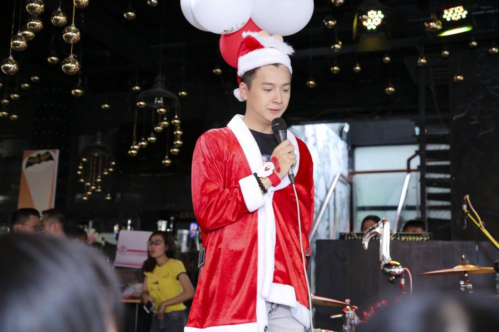 Ngo Kien Huy mac trang phuc co trang, lan dau trinh dien ban hit 'trieu views' hinh anh 6