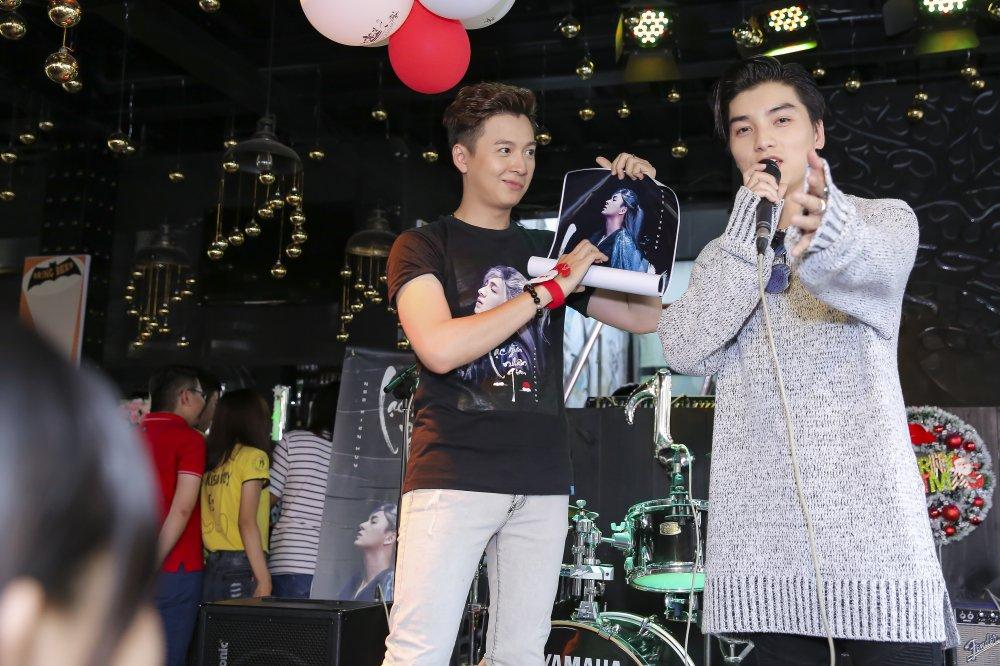 Ngo Kien Huy mac trang phuc co trang, lan dau trinh dien ban hit 'trieu views' hinh anh 8
