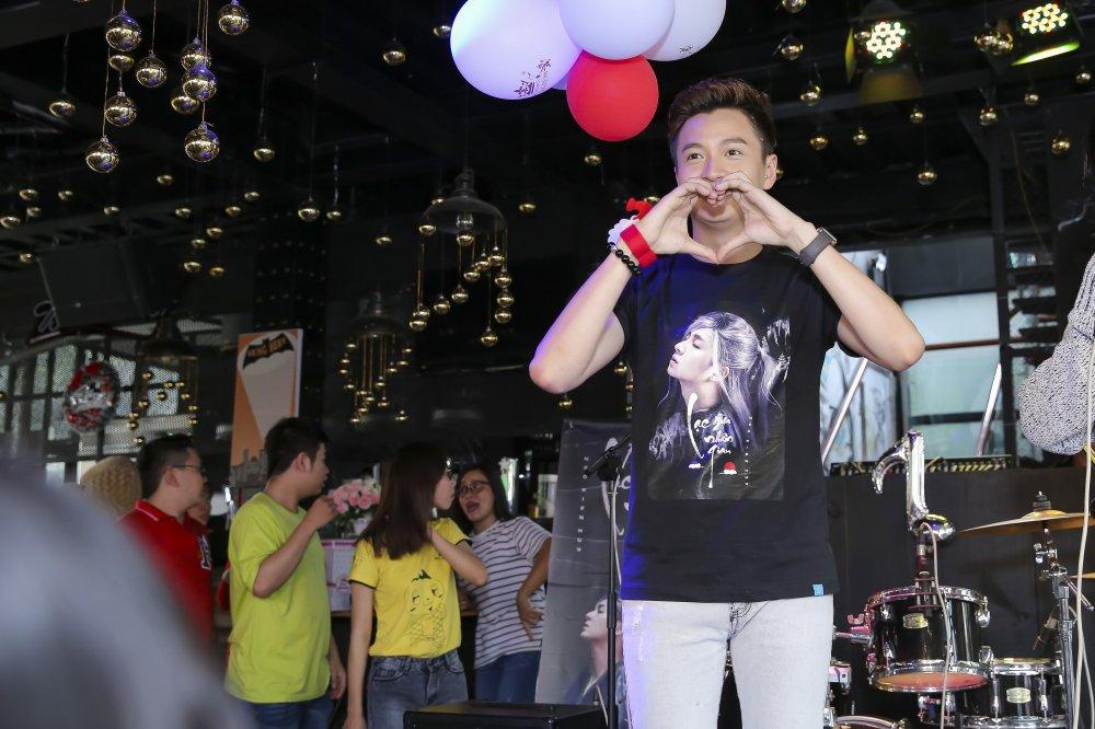 Ngo Kien Huy mac trang phuc co trang, lan dau trinh dien ban hit 'trieu views' hinh anh 5