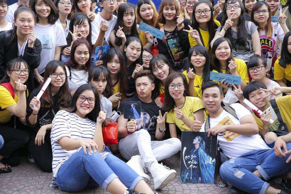 Ngo Kien Huy mac trang phuc co trang, lan dau trinh dien ban hit 'trieu views' hinh anh 4