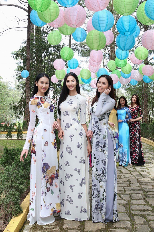 Hoang Thuy cung dan thi sinh 'Hoa hau Hoan vu' do sac trong ta ao dai hinh anh 7