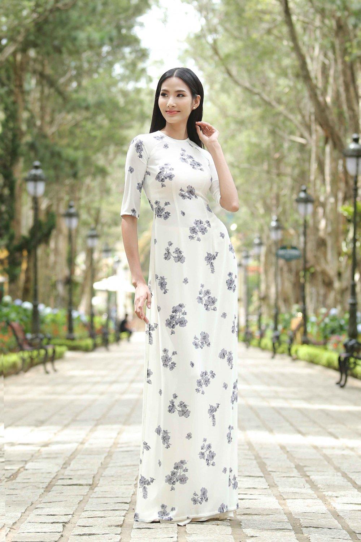 Hoang Thuy cung dan thi sinh 'Hoa hau Hoan vu' do sac trong ta ao dai hinh anh 1