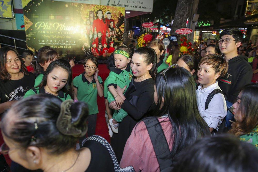 Phi Nhung lan dau gioi thieu con gai ruot Wendy Pham voi cong chung hinh anh 3