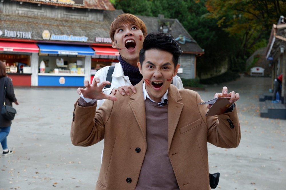 Cuoi ngat khi Dong Nhi 'cua sung' hoa nu sinh nhi nhanh, nhay Gangnam Style tren duong hinh anh 2
