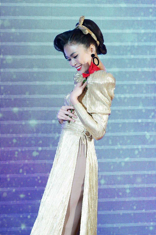 Phan thi tai nang cua Hoang Thuy tai 'Hoa hau Hoan vu' gay that vong, Mau Thuy lot top 15 hinh anh 2
