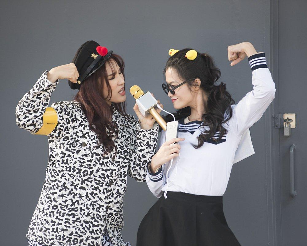Cuoi ngat khi Dong Nhi 'cua sung' hoa nu sinh nhi nhanh, nhay Gangnam Style tren duong hinh anh 5