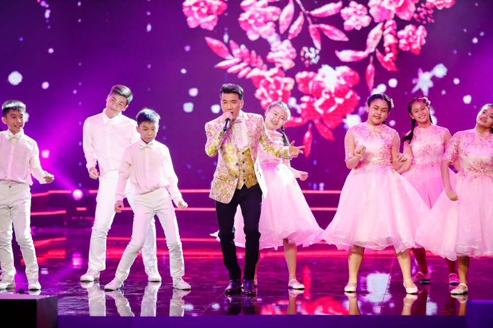 Quang Le song ca 'Chieu mua bien gioi' an y cung Le Quyen trong liveshow 6 ty dong hinh anh 3