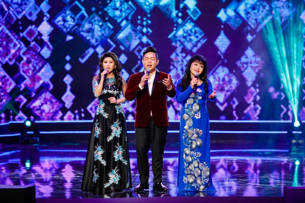 Quang Le song ca 'Chieu mua bien gioi' an y cung Le Quyen trong liveshow 6 ty dong hinh anh 2