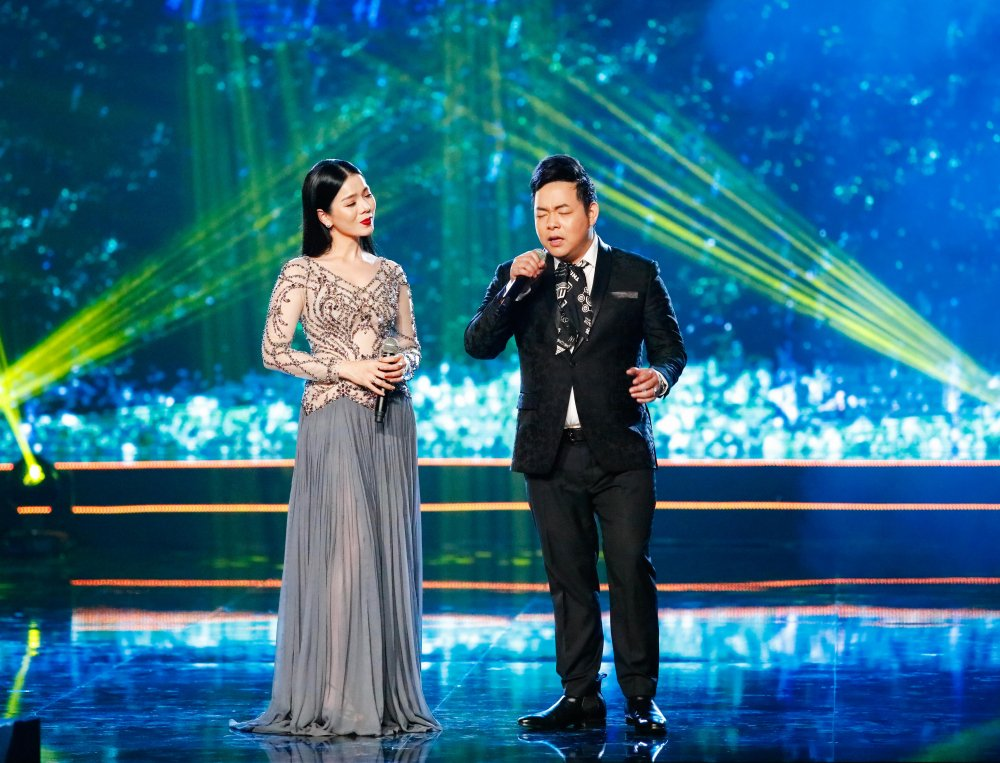 Quang Le song ca 'Chieu mua bien gioi' an y cung Le Quyen trong liveshow 6 ty dong hinh anh 1