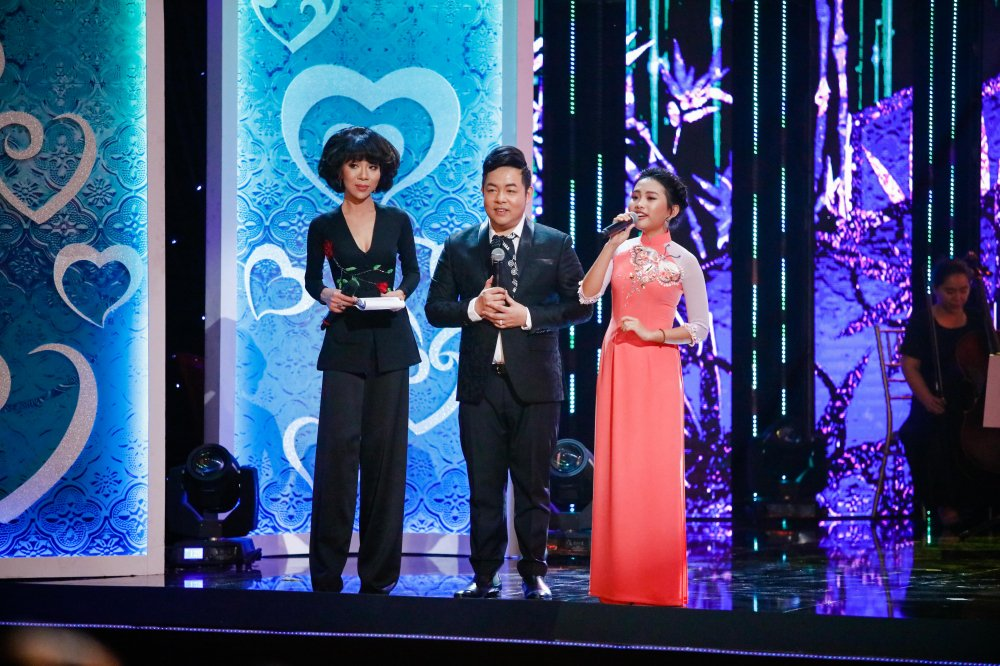 Quang Le song ca 'Chieu mua bien gioi' an y cung Le Quyen trong liveshow 6 ty dong hinh anh 7