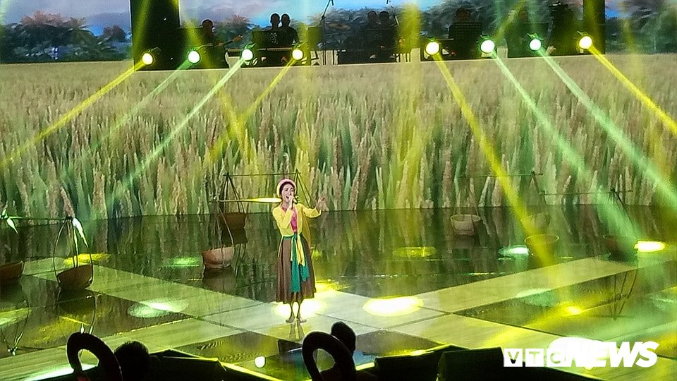 Giang Hong Ngoc dang quang Quan quan 'Cap doi hoan hao 2017' hinh anh 5