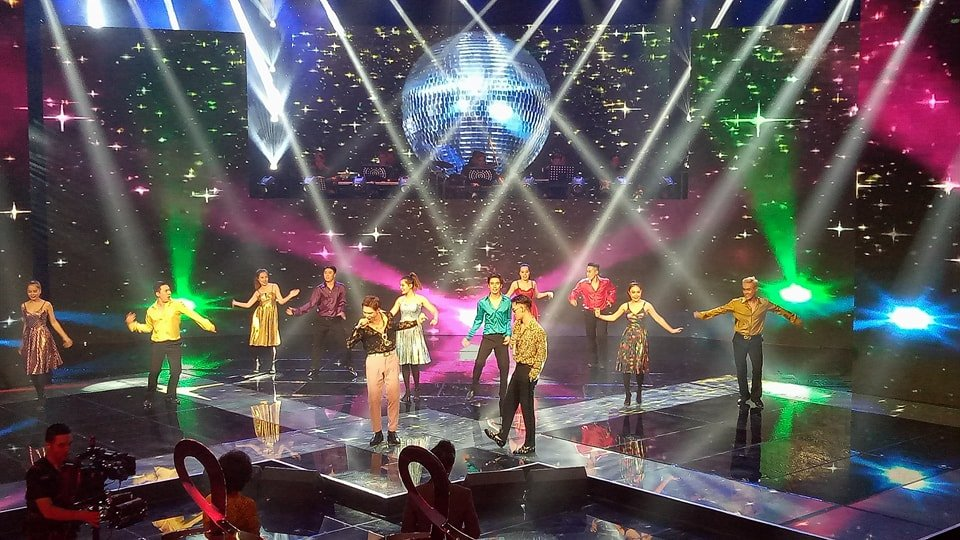 Giang Hong Ngoc dang quang Quan quan 'Cap doi hoan hao 2017' hinh anh 8