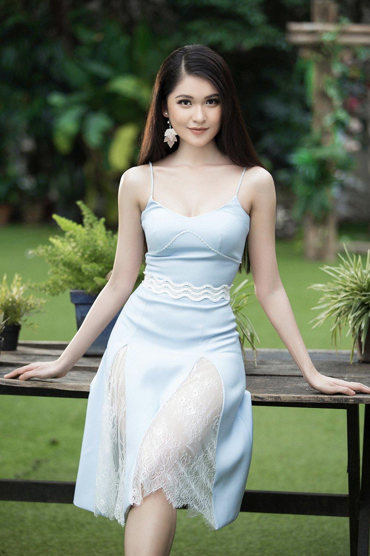 Dien trang phuc don gian, A hau Thuy Dung van khoe kheo vong 1 goi cam hinh anh 3