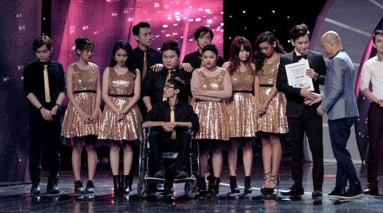 Glee Viet Nam: Angela Phuong Trinh bat khoc, muon giu lai con gai hinh anh 1