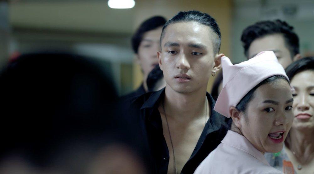 Glee Viet Nam: Angela Phuong Trinh bat khoc, muon giu lai con gai hinh anh 2