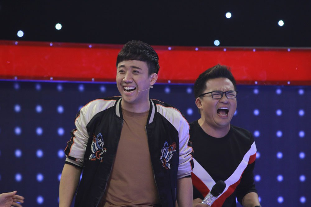 Tran Thanh ngo ngang voi thi sinh hat hit Thuy Chi bang 2 tong nam - nu hinh anh 3