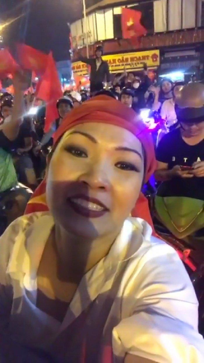 Dam Vinh Hung cung Phuong Thanh tung ca khuc co vu doi tuyen U23 Viet Nam hinh anh 2
