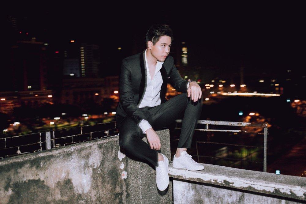Tu lam stylist trong MV moi, Trinh Thang Binh khoe gu thoi trang lich lam hinh anh 7