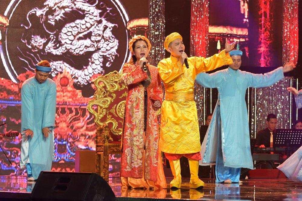 Dam Vinh Hung nhac nho ban gai cu Hoai Linh vi de mai mot kieu toc hinh anh 4