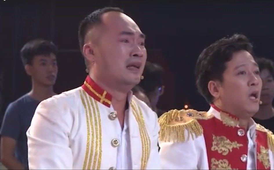Mr. Dam mac quan dui di 'bao', Truong Giang khoc nuc no vi U23 Viet Nam hinh anh 2