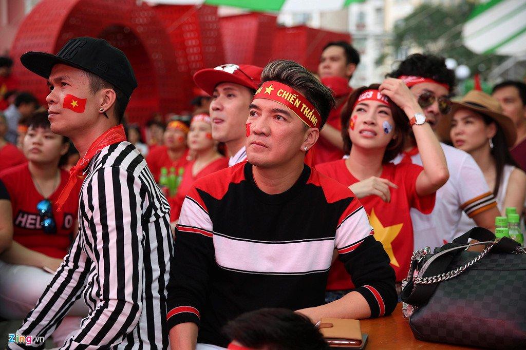 Dam Vinh Hung, Nguyen Vu bat khoc khi Quang Hai ghi ban thang hinh anh 5