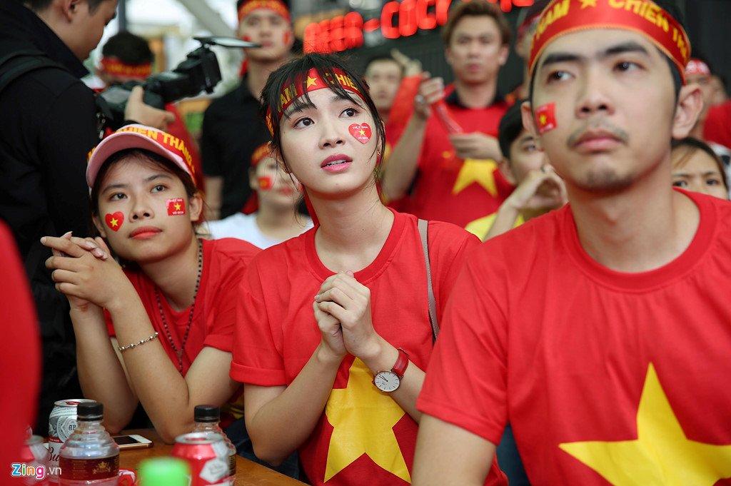 Dam Vinh Hung, Nguyen Vu bat khoc khi Quang Hai ghi ban thang hinh anh 6