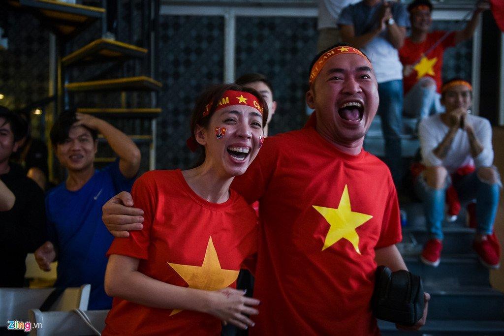 Dam Vinh Hung, Nguyen Vu bat khoc khi Quang Hai ghi ban thang hinh anh 12