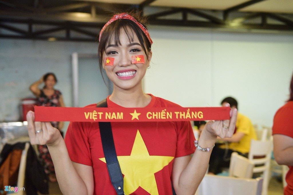Dam Vinh Hung, Nguyen Vu bat khoc khi Quang Hai ghi ban thang hinh anh 4
