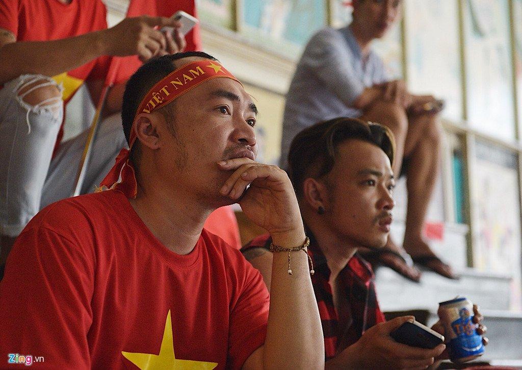 Dam Vinh Hung, Nguyen Vu bat khoc khi Quang Hai ghi ban thang hinh anh 7