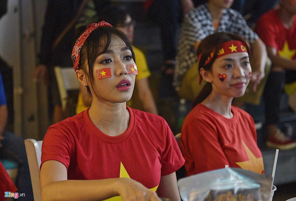 Dam Vinh Hung, Nguyen Vu bat khoc khi Quang Hai ghi ban thang hinh anh 8