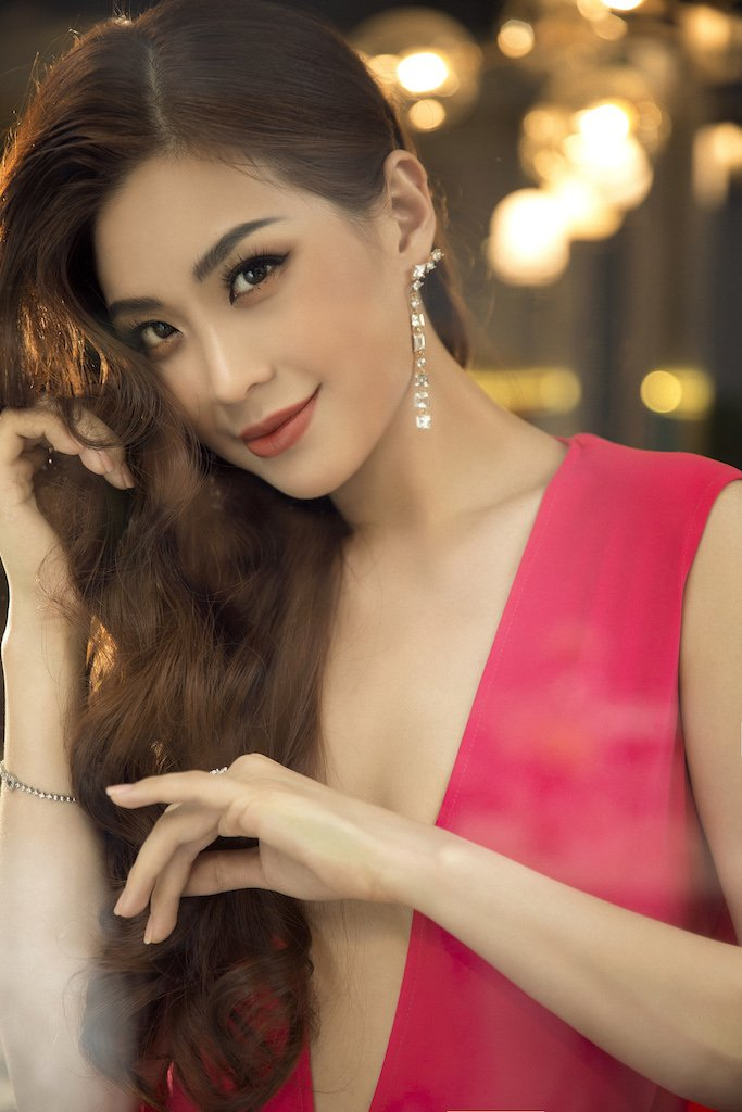 A hau Diem Trang 'lot xac', khoe voc dang gai mot con day goi cam hinh anh 8