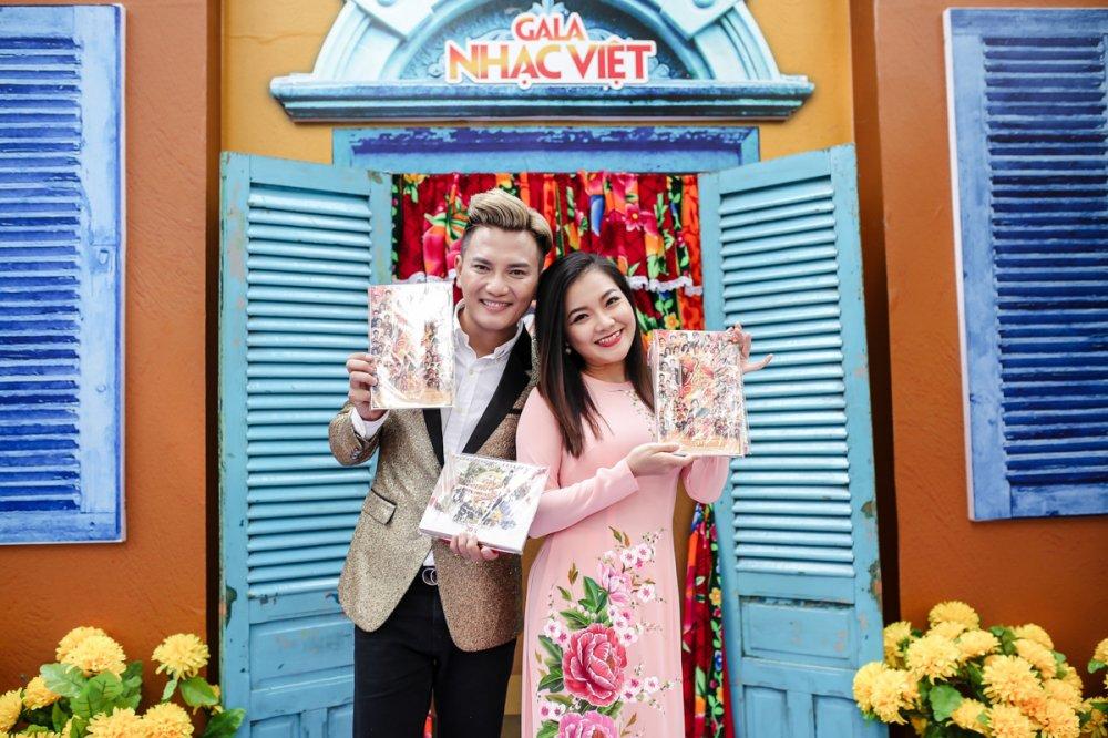 Ho Ngoc Ha dien ao dai diu dang, rang ro ben dan anh Long Nhat hinh anh 3