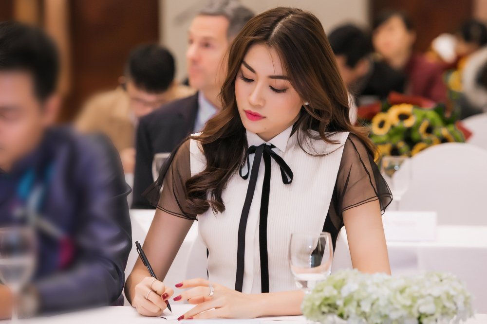 Le Hang hoi ngo MC Phan Anh, Pham Huong cung theo duoi chien dich bao ve dong vat hinh anh 6