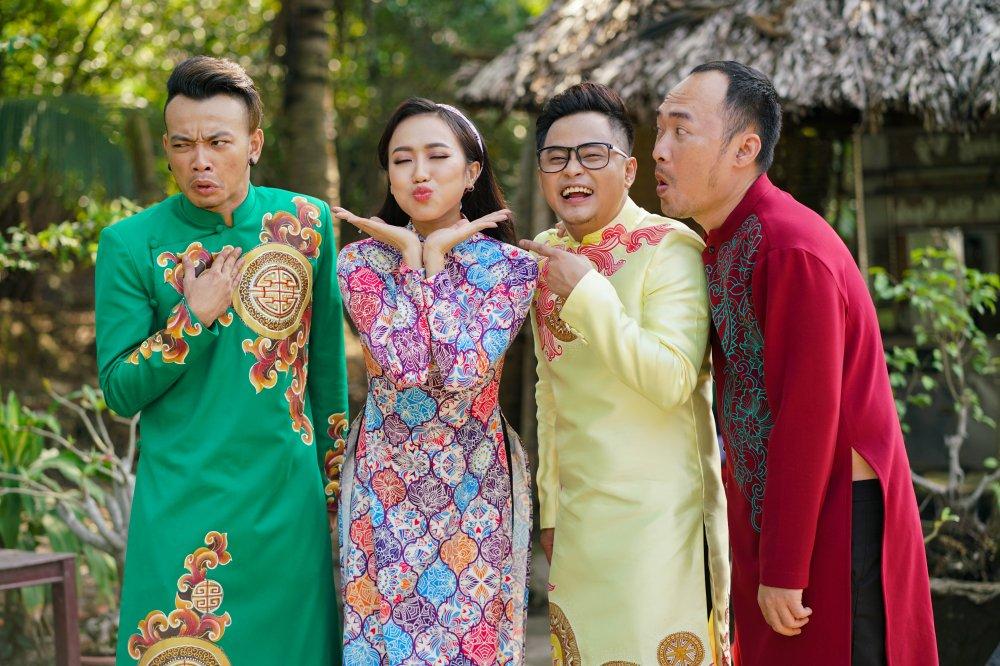 Con trai Thu Trang – Tien Luat lan dau dong hai cung ba me hinh anh 3