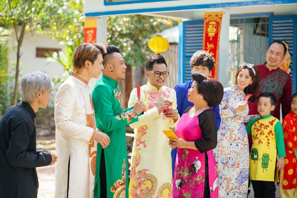 Con trai Thu Trang – Tien Luat lan dau dong hai cung ba me hinh anh 6