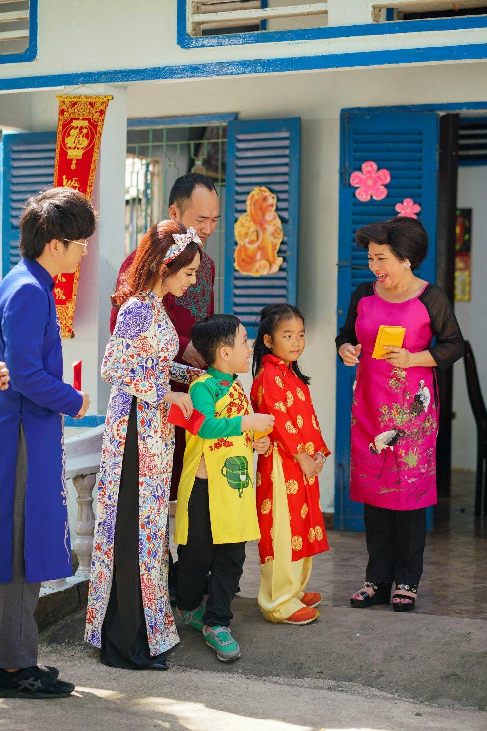 Con trai Thu Trang – Tien Luat lan dau dong hai cung ba me hinh anh 7