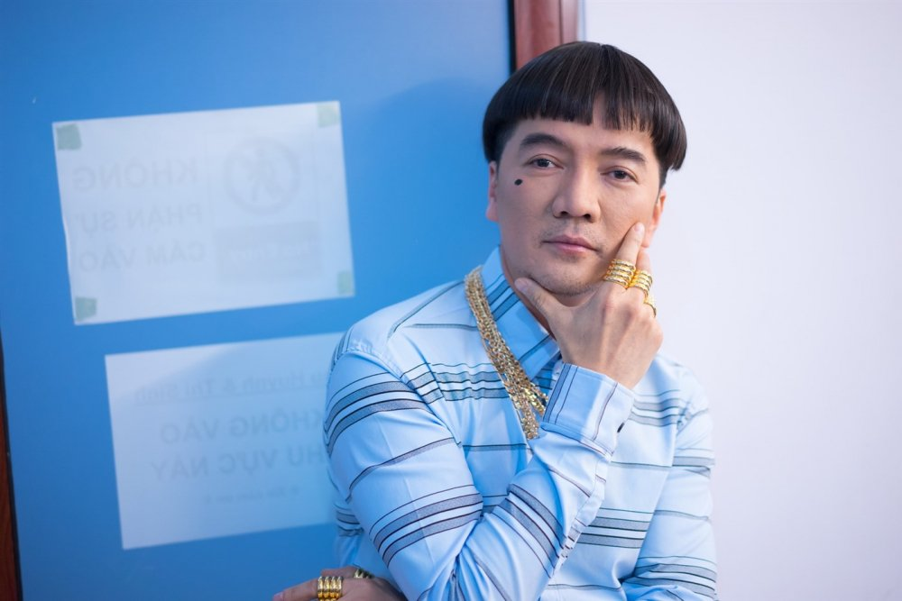 Dam Vinh Hung choi lon, deo vang that day nguoi dong Tao quan 2018 hinh anh 1
