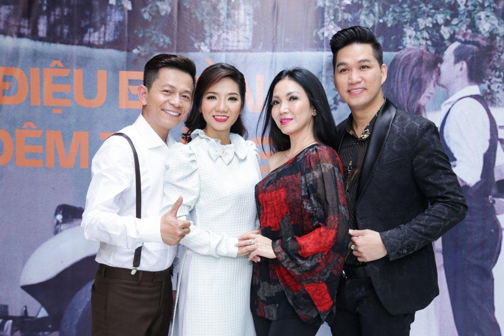 Hong Anh sanh doi Minh Luan den chuc mung MV 400 trieu dong cua Tuan Tu Bolero hinh anh 3
