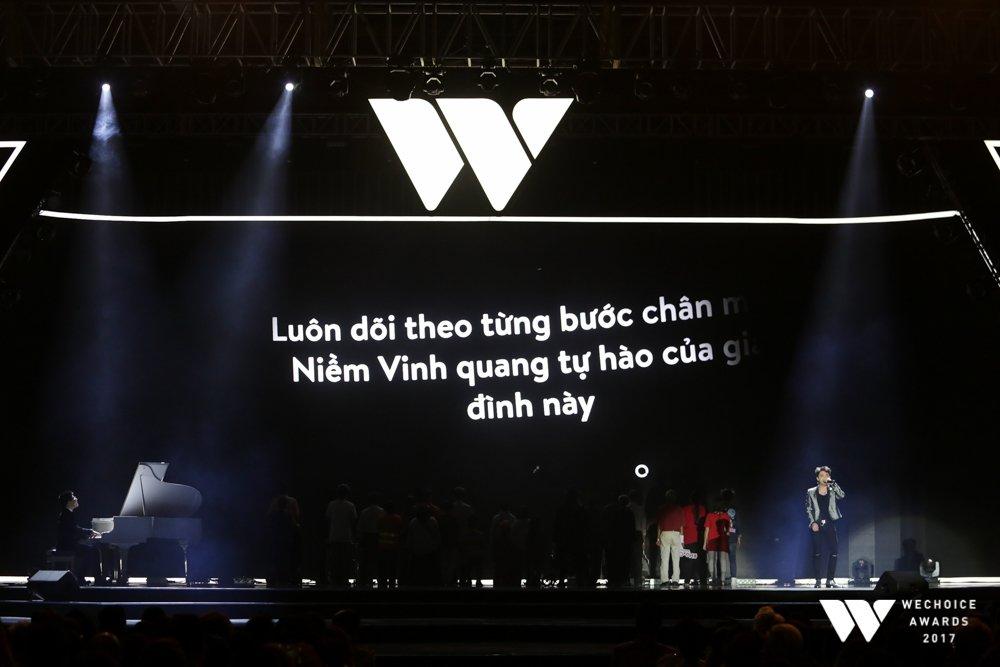 Xuc dong khoanh khac Son Tung M-TP hat, be Bom dem dan 'Remember me' hinh anh 1