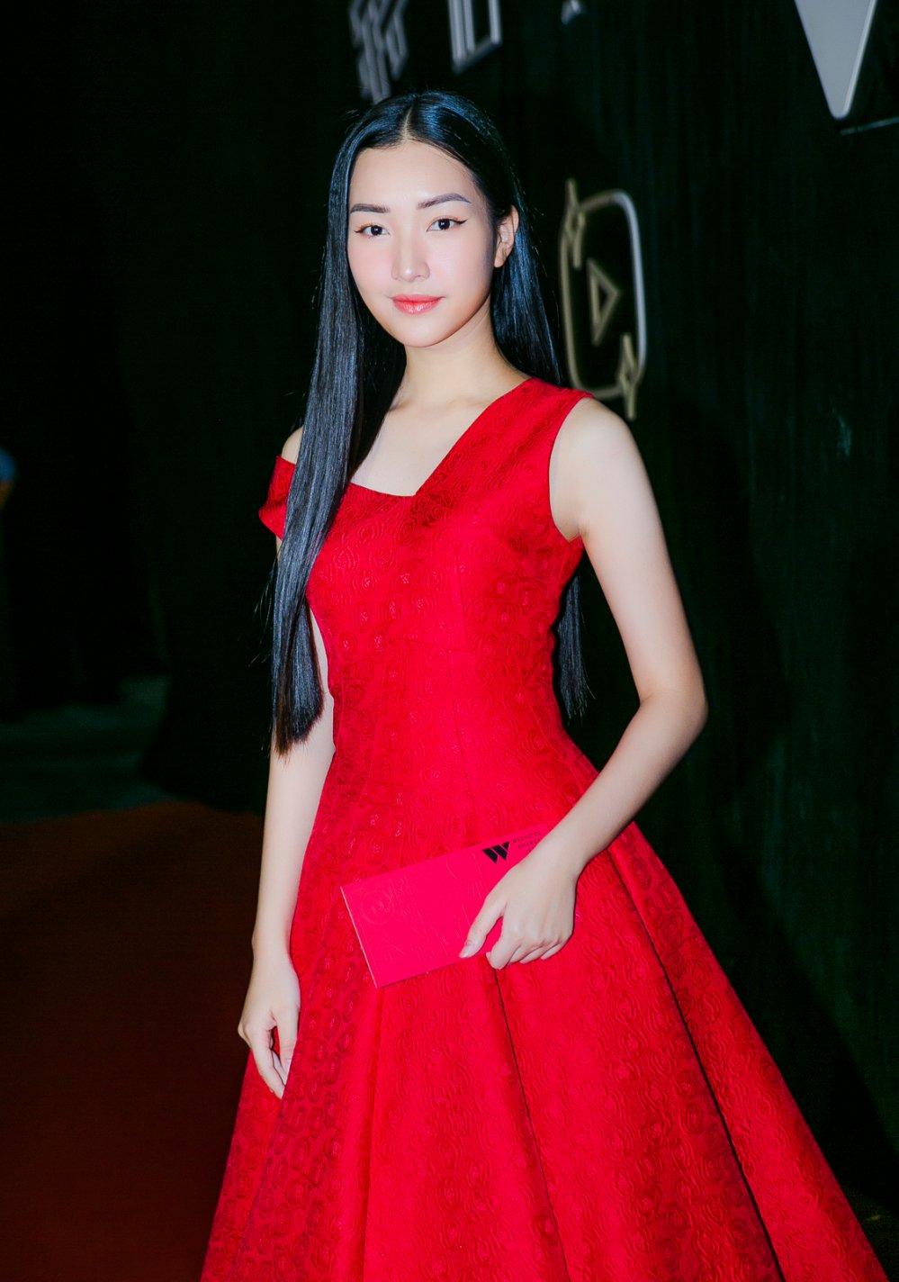 Xuc dong khoanh khac Son Tung M-TP hat, be Bom dem dan 'Remember me' hinh anh 14